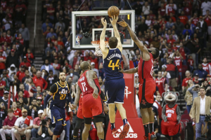Jazz Take Down Rockets With Buzzer-Beating Three-Pointer