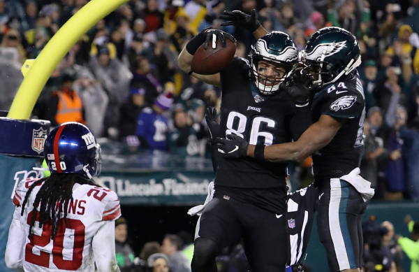 Eagles Move Into Tie For First In NFC East